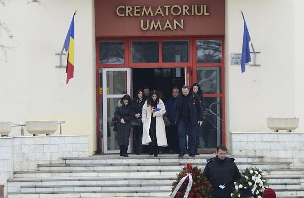 Sotia lui Nicolaescu iese din crematoriul uman
