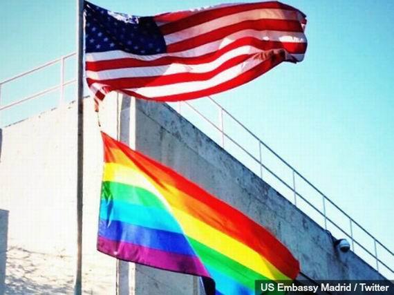 SURSA:  http://www.breitbart.com/Big-Peace/2014/05/21/Gay-Flag-Flies-over-U-S-Embassy-in-Madrid