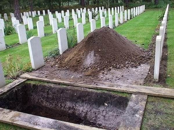 Sursa:  http://4.bp.blogspot.com/-mmRas5sW6K8/TVyTzuM-VbI/AAAAAAAAAB8/lf8jt62grt8/s1600/open+grave.jpg